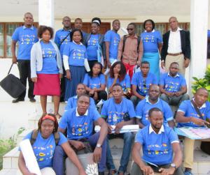 El nou equip local de professionals de Moçambic amb samarretes d'Ulls del Món