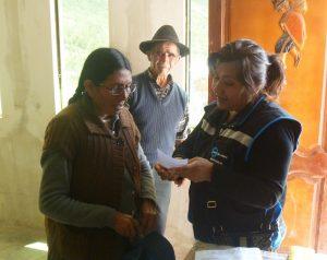 Home acomanya dona a consulta