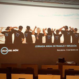 Detall de la presentació amb imatge de col·laboradors d'esquena