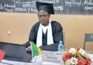 Oumar Traore presentando su tesis