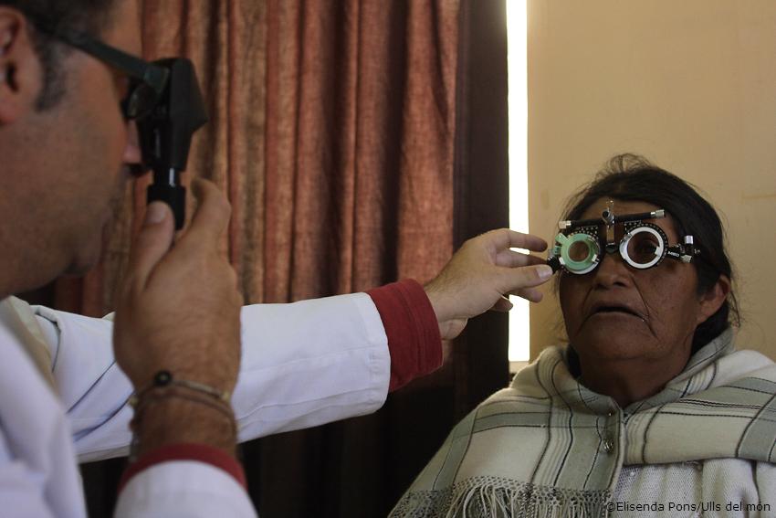 Mujer mayor en una consulta de oftalmología