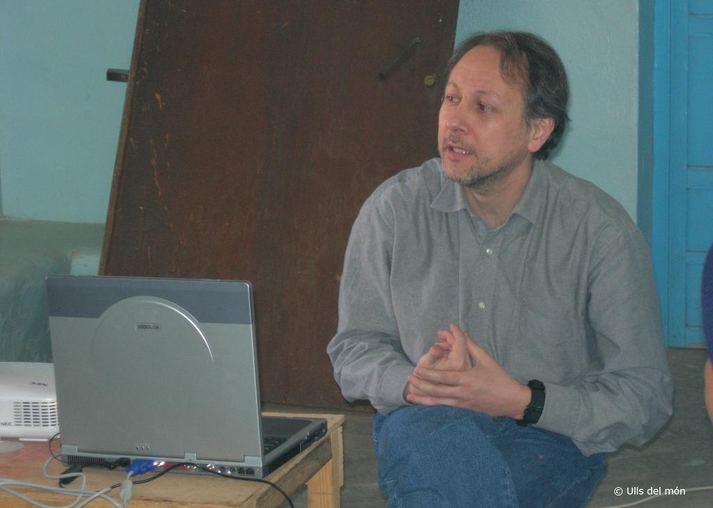 El Dr. Casaroli durant una formació als campaments de refugiats sahrauís a Tindouf